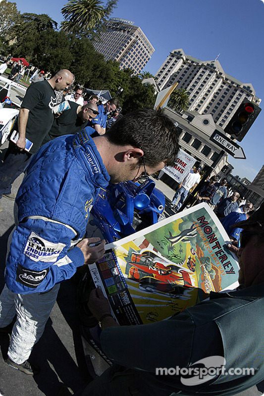 La 6e édition du Mini Le Mans de San Jose : Nicolas Minassian signe un autographe