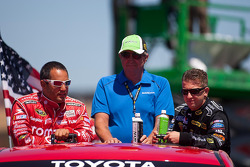 Juan Pablo Montoya, Earnhardt Ganassi Racing Chevrolet and A.J. Allmendinger, Richard Petty Motorsports Ford