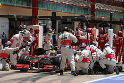 Lewis Hamilton, McLaren Mercedes pit stop