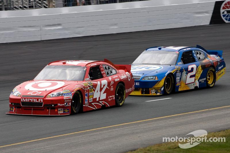 Juan Pablo Montoya, Earnhardt Ganassi Racing Chevrolet, Kurt Busch, Penske Racing Dodge