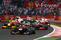 Mark Webber, Red Bull Racing leads at the start