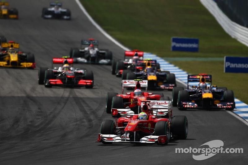 Феліпе Масса (Ferrari) лідирує у гонці