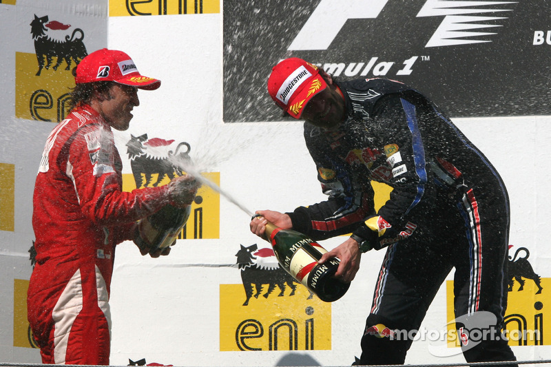 Podium: race winnaar Mark Webber, Red Bull Racing, 2de Fernando Alonso, Scuderia Ferrari