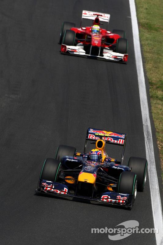 Mark Webber, Red Bull Racing devance Felipe Massa, Scuderia Ferrari