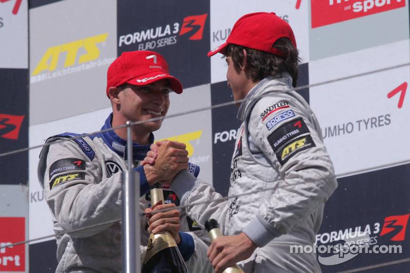 Podium: winnaar Edoardo Mortara, Signature, Dallara F308 Volkswagen, 3de Roberto Merhi, Muecke Motorsport, Dallara F308 Mercedes