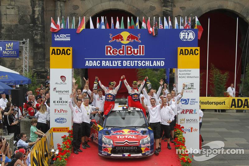 Podium: winnaars Sébastien Loeb en Daniel Elena, Citroën C4, Citroën Total World Rally Team
