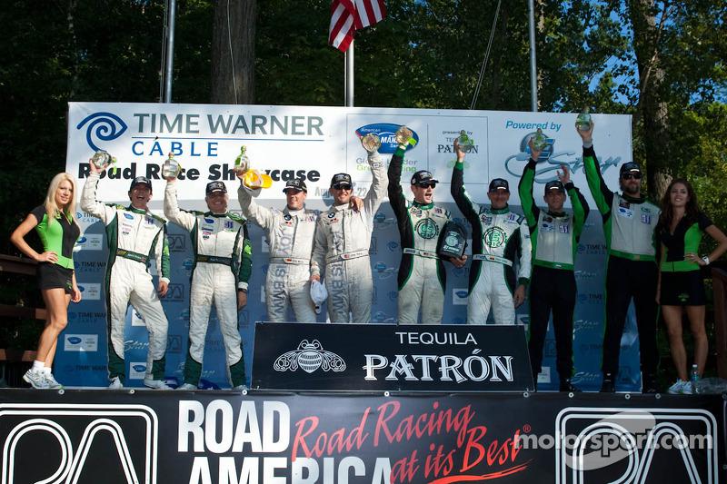 Podium van de klassewinnaars: LMP-klasse en overall winnaars Paul Drayson en Jonny Cocker, GT-klasse