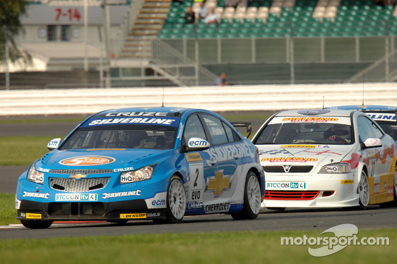 Jason Plato devant  Martin Johnson