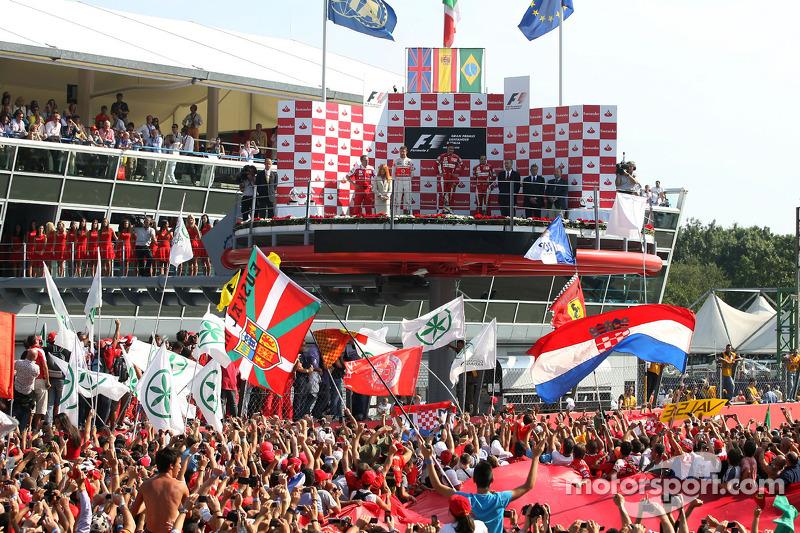 2010. Подіум: 1. Фернандо Алонсо, Ferrari. 2. Дженсон Баттон, McLaren-Mercedes. 3. Феліпе Масса, Ferrari