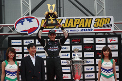 Podium: race winner Helio Castroneves, Team Penske