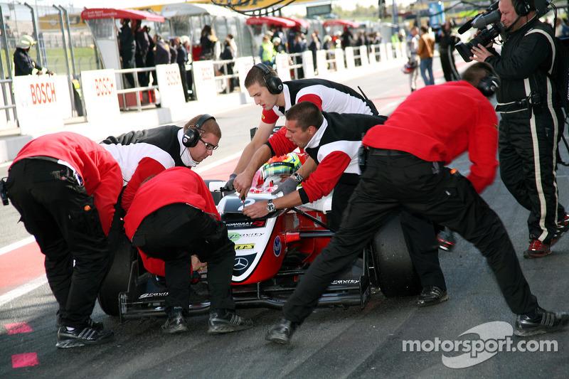 Pitstop Alexander Sims, ART Grand Prix Dallara F308 Mercedes