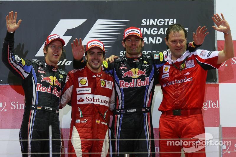 Podium: race winnaar Fernando Alonso, Scuderia Ferrari, Sebastian Vettel, Red Bull Racing, Mark Webber, Red Bull Racing
