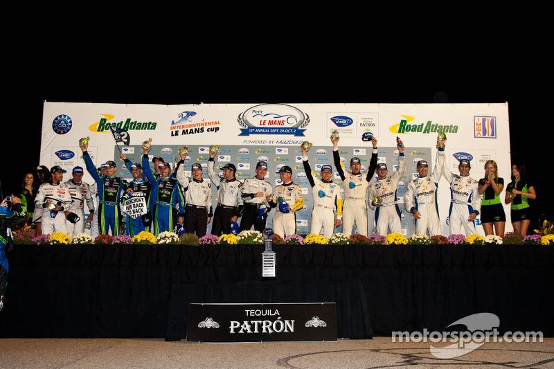 Podium van de klassewinnaars: LMP1 winnaars Pedro Lamy, Franck Montagny en Stéphane Sarrazin, LMP2-winnaars David Brabham, Simon Pagenaud en Marino Franchitti, LMPC winnaars Scott Tucker, Marco Werner en Burt Frisselle, LMGT2-winnaars Oliver Gavin, Jan Magnussen