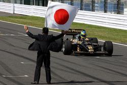 Бруно Сенна управляет автомобилем Lotus Renault Turbo 1986 года Айртона Сенны