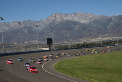 First lap: Jamie McMurray, Earnhardt Ganassi Racing Chevrolet leads the field