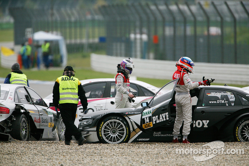 Crash bij de start: Markus Winkelhock, Audi Sport Team Rosberg Audi A4 DTM, Katherine Legge, Audi Sport Team Rosberg Audi A4 DTM, Miguel Molina, Audi Sport Rookie Team Abt Audi A4 DTM