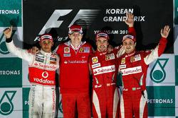 Podium: race winnaar Fernando Alonso, Scuderia Ferrari, 2de Lewis Hamilton, McLaren Mercedes, 3de Fe
