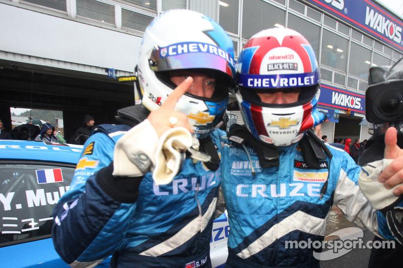 Race winnaar Robert Huff, Chevrolet, Chevrolet Cruze LT en 3de, Alain Menu, Chevrolet, Chevrolet Cruze LT