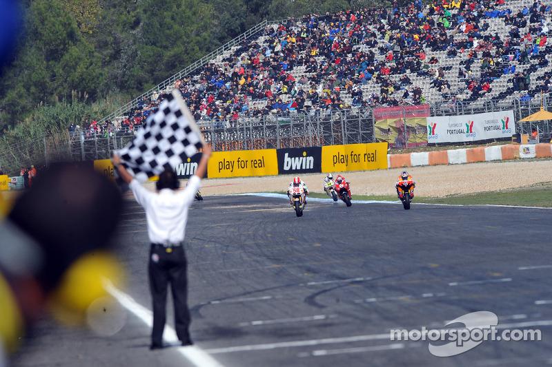 Andrea Dovizioso, del equipo Repsol Honda acaba tercero por delante de Marco Simoncelli, San Carlo Honda Gresini