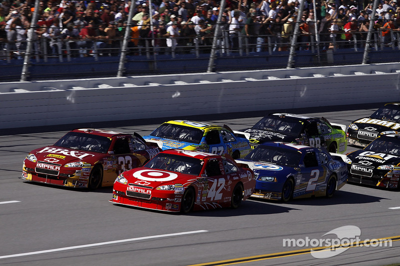 Start: Juan Pablo Montoya, Earnhardt Ganassi Racing Chevrolet en Clint Bowyer, Richard Childress Rac