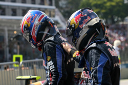 Le vainqueur Sebastian Vettel, Red Bull Racing, seconde place Mark Webber, Red Bull Racing