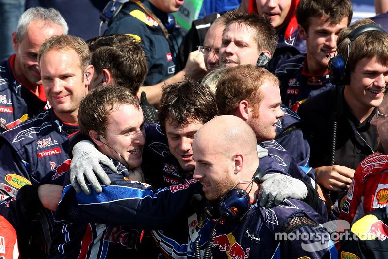 Red Bull Racing team viert kampioenschap