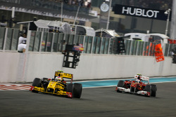 Виталий Петров, Renault F1 Team и Фернандо Алонсо, Scuderia Ferrari