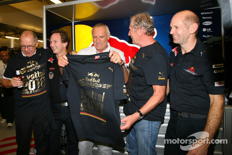 Christian Horner, Red Bull Racing, Sporting Director met Dietrich Mateschitz, Owner of Red Bull, Helmut Marko, Red Bull Racing, Red Bull Advisor en Adrian Newey, Red Bull Racing, Technical Operations Director