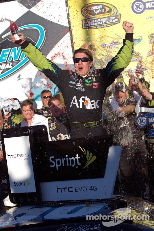 Victory lane: race winnaar Carl Edwards, Roush Fenway Racing