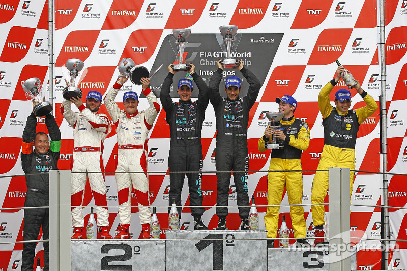 Podium: race winnaars Alexandre Negrao en Enrique Bernoldi, 2de Darren Turner en Tomas Enge, 3de Marc Hennerici en Alexandros Margaritis