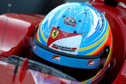 Fernando Alonso, Scuderia Ferrari with a sticker of Robert Kubica, Lotus Renault GP helmet