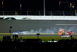 Kevin Conway, Nemco Toyota, Joey Logano, Joe Gibbs Racing Toyota, Juan Pablo Montoya, Earnhardt Ganassi Racing Chevrolet and Carl Edwards, Roush Fenway Racing Ford crash