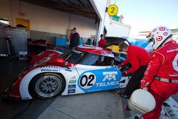 Les membres de Chip Ganassi Racing avec Felix Sabates au travail