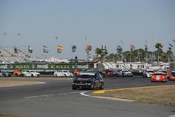 ST start: #171 APR Motorsport Volkswagen GTI: Ian Baas, Ryan Ellis leads the field
