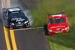 Brian Scott, Joe Gibbs Racing Toyota and Landon Cassill, Phoenix Chevrolet spin out of control