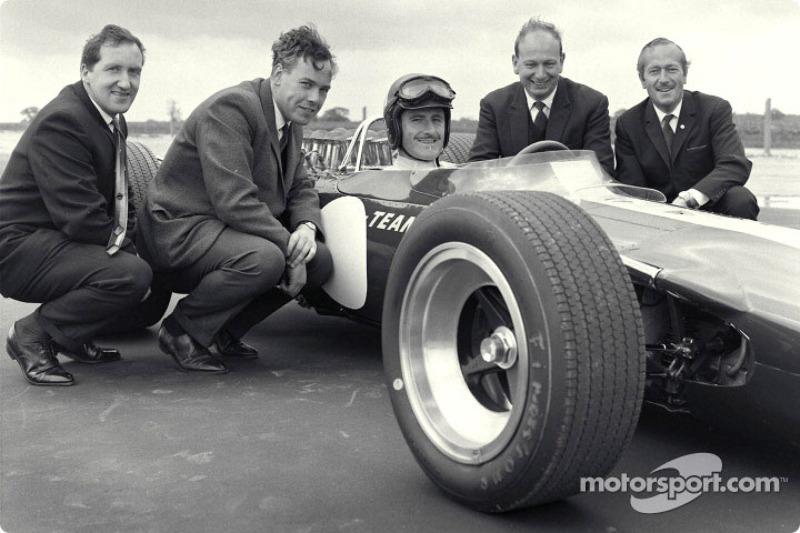 Premier roulage de la Lotus 49 Ford