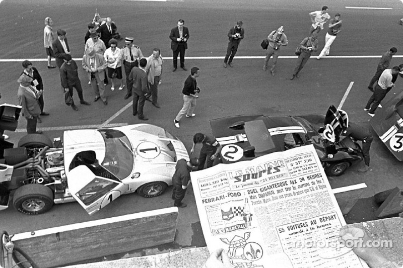 1966 год. Ford GT40 Кена Майлса и Денни Хьюма; Брюса Макларена и Криса Эймона; Дика Хатчерсона и Ронни Бакнема