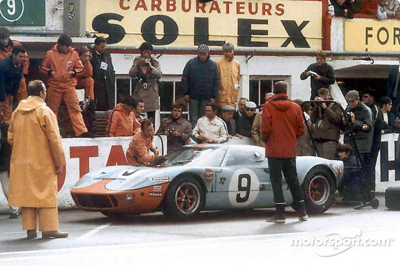 Pedro Rodríguez on sunday morning just after giving the car to Lucien Bianchi. They won in the Ford GT40.