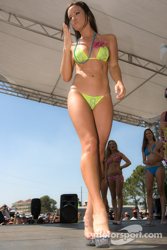 Motorsport Com S Grid Girl Lauren Winner Of The Bikini