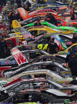 Cars on pitlane