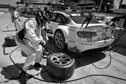 Pit stop for #55 BMW Motorsport BMW M3 GT: Augusto Farfus Jr., Bill Auberlen, Dirk Werner