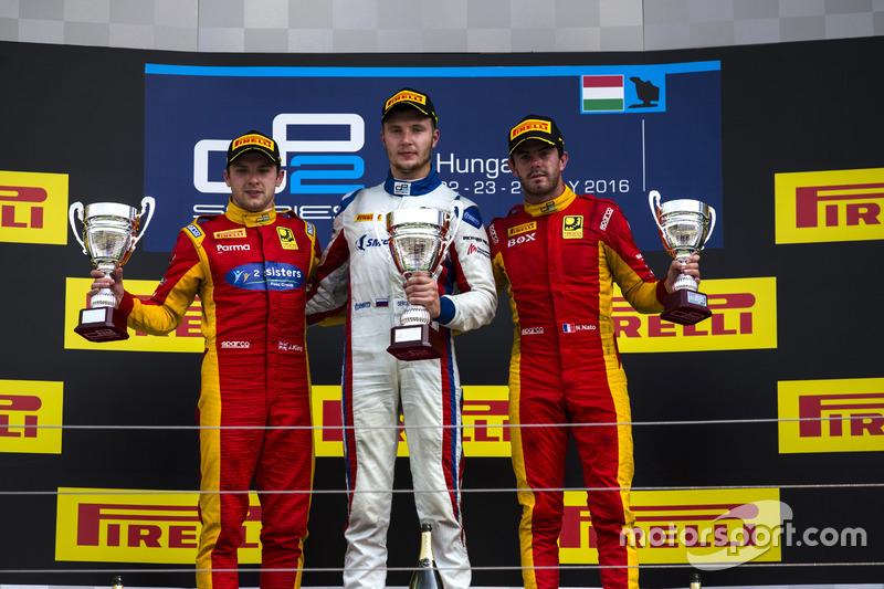 Podium : le vainqueur Sergey Sirotkin, ART Grand Prix; le deuxième Jordan King, Racing Engineering; le troisième Norman Nato, Racing Engineering