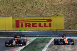Ausritt: Pascal Wehrlein, Manor Racing MRT05, neben Daniil Kvyat, Scuderia Toro Rosso STR11