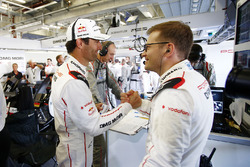 Race winner Mark Webber, Porsche Team with Andreas Seidl, Principal Porsche Team