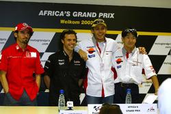 Yarış galibi Tohru Ukawa, 2. Valentino Rossi, 3. Loris Capirossi and Max Biaggi
