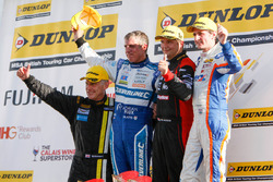 Podium: Sieger Mat Jackson, Motorbase Performance; Mark Howard, BKR; Jason Plato, Subaru Team BMR; Sam Tordoff, Team JCT600 with GardX