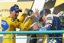 Podium: ganador, Sete Gibernau, Telefónica Movistar Honda y tercero, Max Biaggi, Pramac Pons