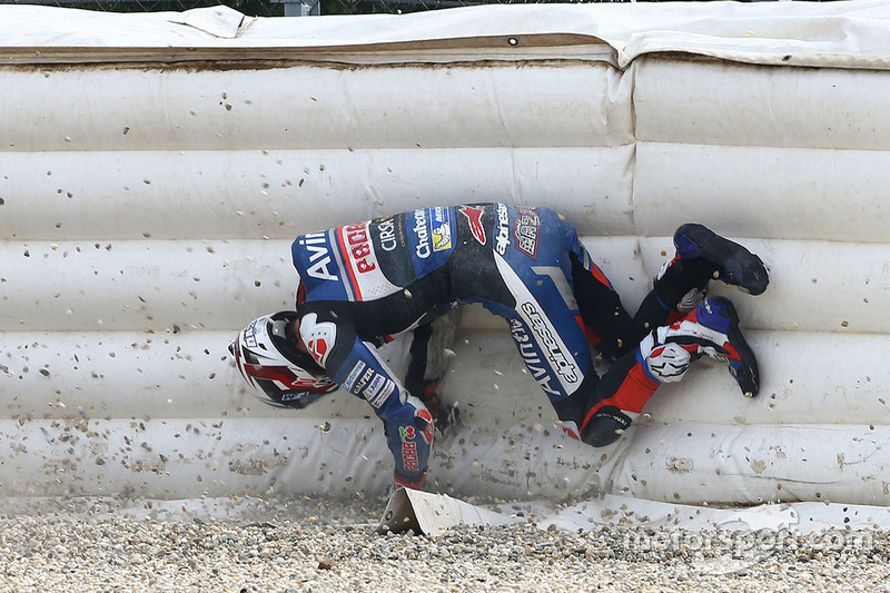 2. Accidente de Loris Baz, Avintia Racing