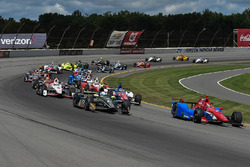 Start: Mikhail Aleshin, Schmidt Peterson Motorsports Honda leads