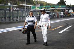 Fernando Alonso, McLaren en el pit lane.